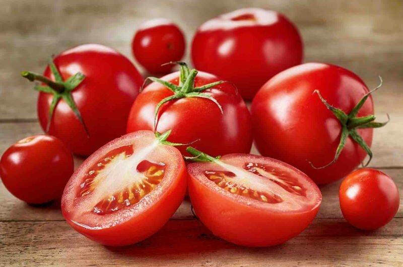 На сегодняшний день помидоры могут быть не только красного, но и желтого, оранжевого, розового, и даже, черного цвета