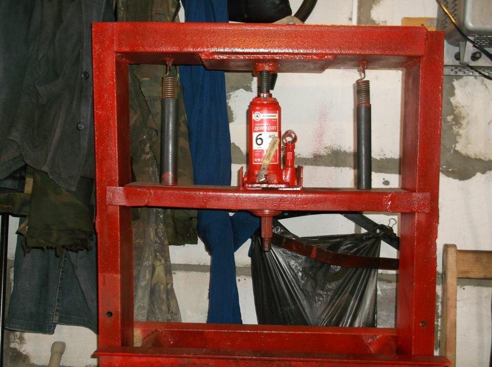 Гидравлический пресс для гаража своими руками делается из трех главных блоков. Это станина, домкрат и гидравлический насос