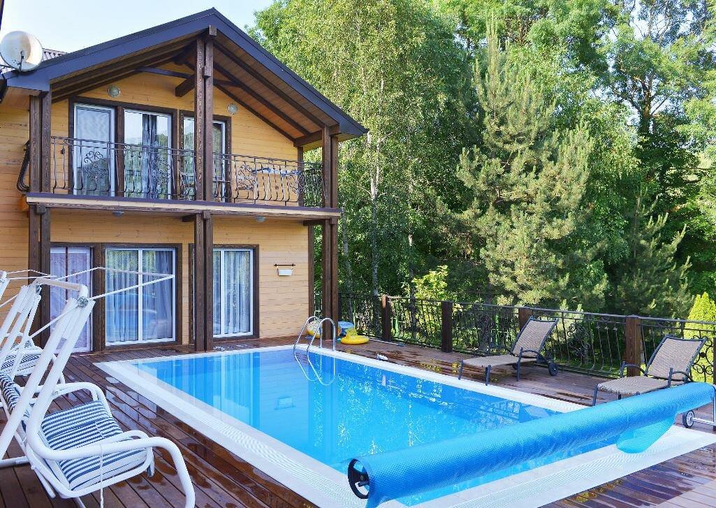 Перед тем как обустраивать бассейн в частном доме, сперва следует продумать его проект