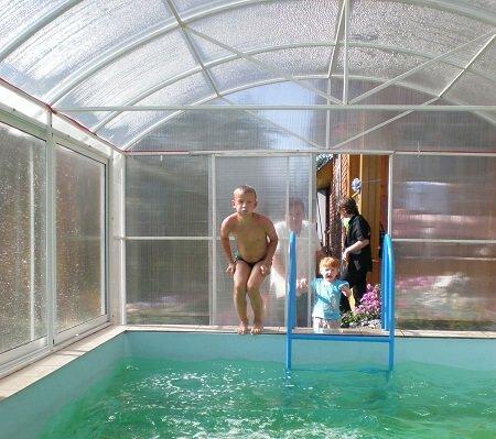 Бассейн в теплице - отличное решение для дачного участка