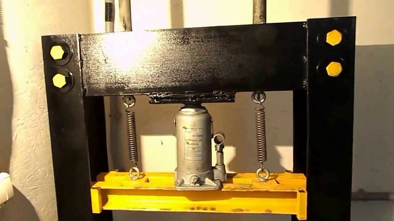 Сконструировать гидравлический пресс в условиях домашней мастерской можно при помощи подручного металлопроката
