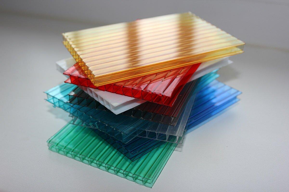 Поликарбонат – это твёрдый пластик, который уже завоевал большую популярность у любителей тепличного хозяйства